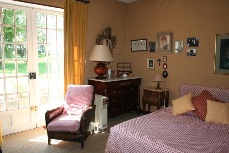 """Chambre """"Les Peupliers"""" avec lit double, salle de bain et toilettes"""